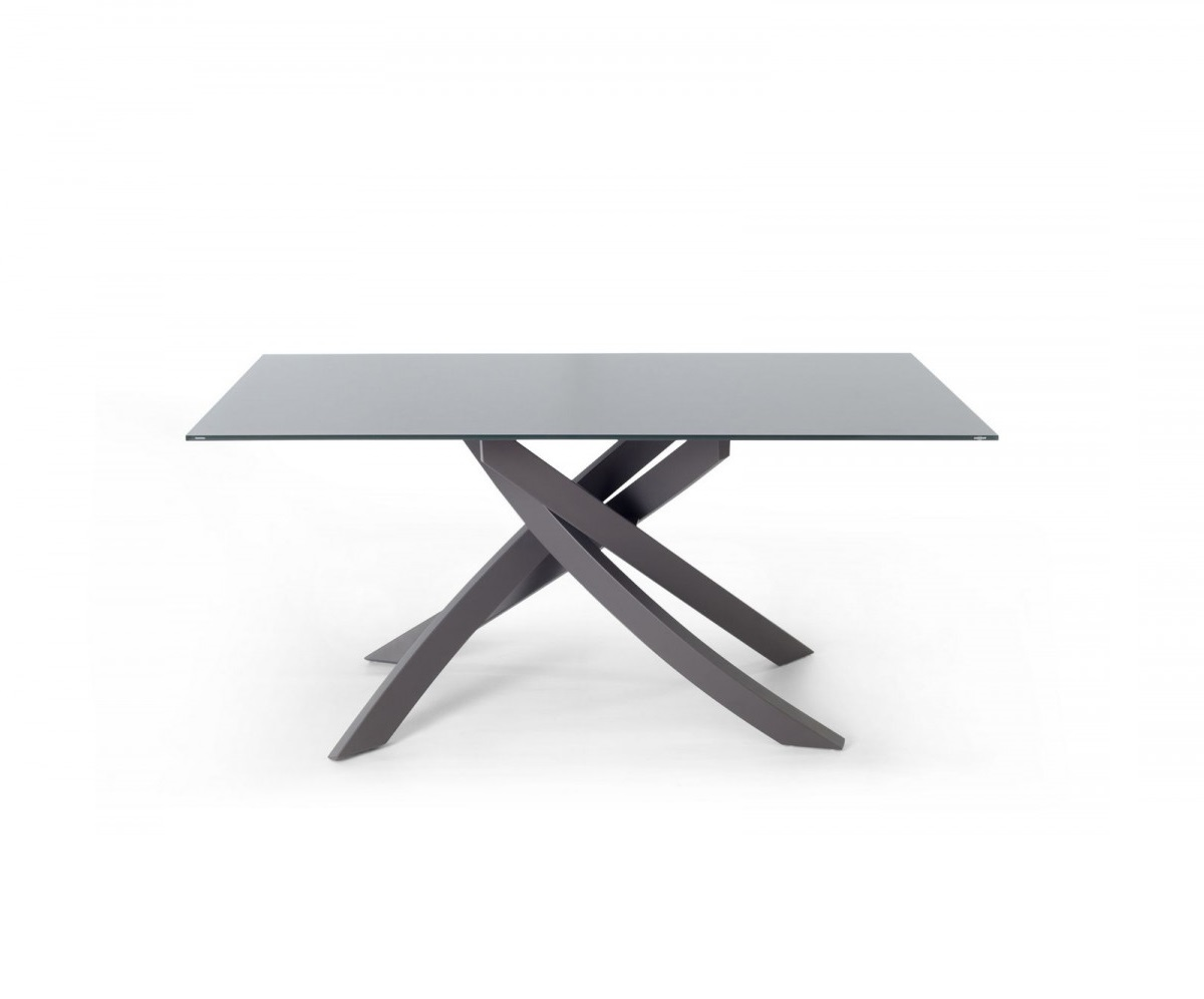 Fixed table with lacquered metal frame
