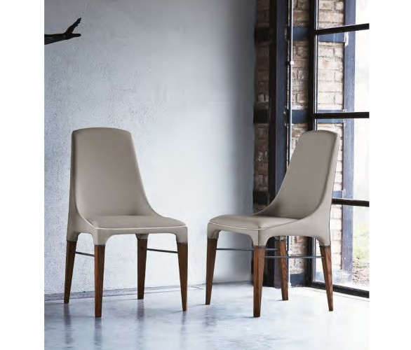 upholstered and covered in premium nappa leather with eco leather piping in contrast color
